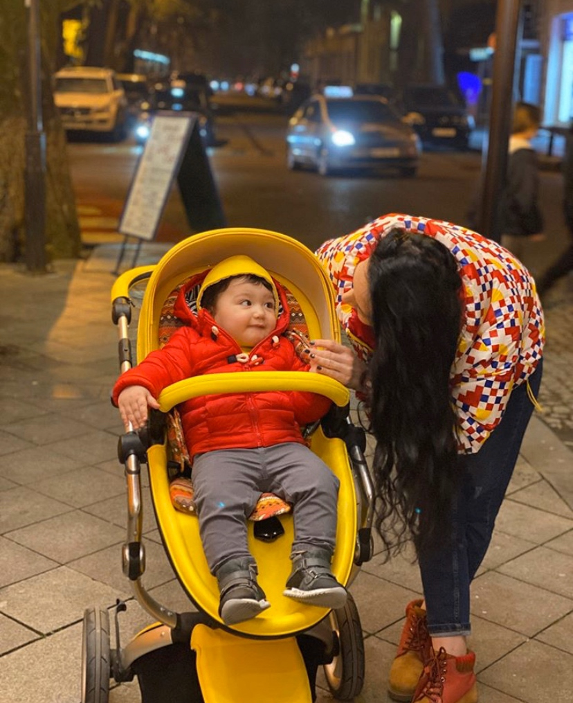 Making a style statement! Mima mom @nati_smirba and her little guy are coordinating from head to toe with their Xari Yellow Special Edition.  https://www.mimakidsusa.com/product/mima-xari-stroller-yellow-edition/ …  #mimakids #mimausa #mimaxari #mimaxariyellow #stroller #stylishbaby #trendybaby #momstylepic.twitter.com/DAq1WymEs5