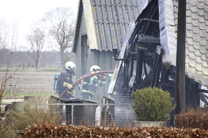 Update Schuur verwoest door grote uitslaande brand in Haule..