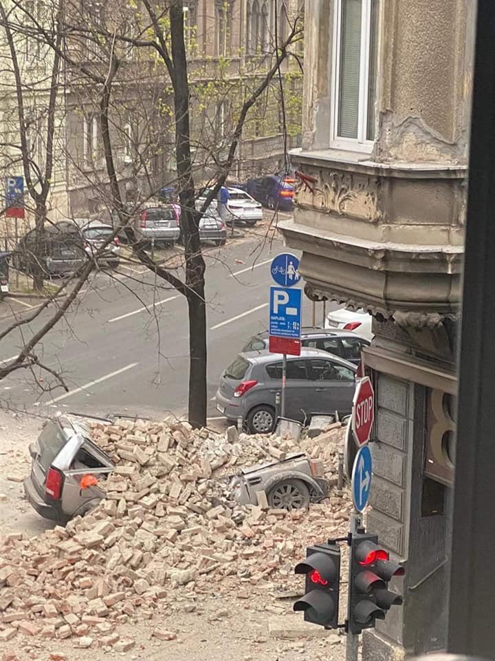 Earthquake in Zagreb this morning. Corona virus, mums with their newborns on the streets + it just started to snow😰 WHATS HAPPENING WITH THE WORLD ??#prayforcroatia #croatia https://t.co/wBhpaTuswg