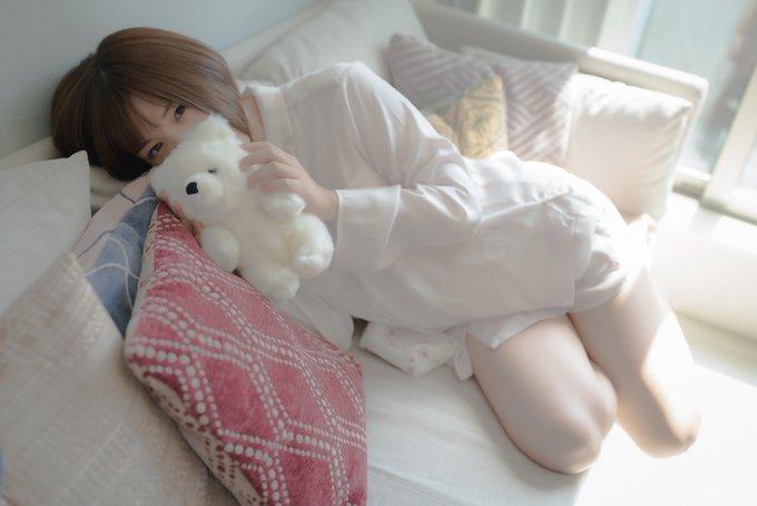 グラビアアイドル皆月なるのTwitter自撮りエロ画像30
