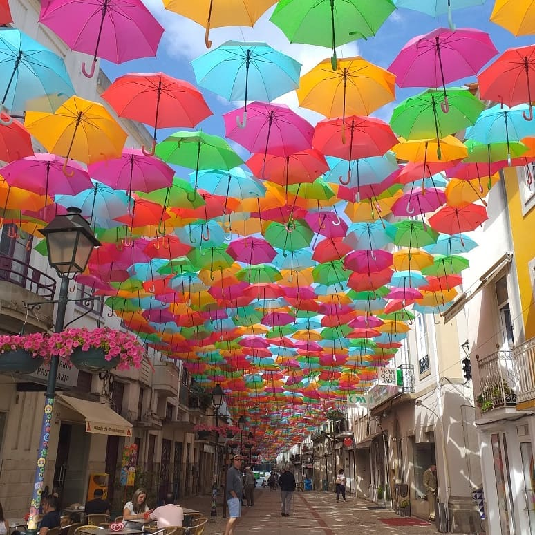 Some colour and sunshine to brighten your day, the amazing umbrella sky project, Agueda #Aveiro #portugal Happy sunday and stay safe @visitportugal @lizzie_hubbard2 @SeaBookings @sltsilver @vidyasury @Felicia42762425 @MiguelHilargiak @CenterPortugal @HerdadeFozdaRep @GwenSerrottipic.twitter.com/4lDWsGatNt