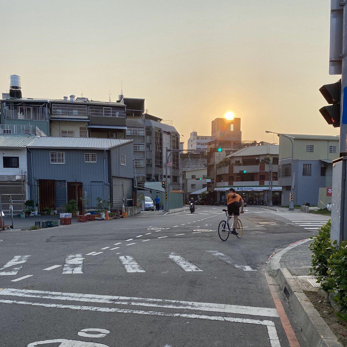 Riding to the Sunset. #riding #sunset #ridelife #bikelife #fun #chilllife #enjoy #sporty #taichungpic.twitter.com/mxoywOeOIx