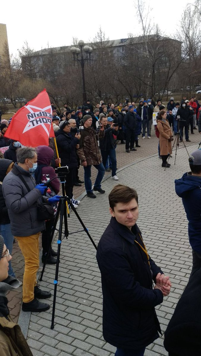 """Сегодня прошёл наш первый митинг. Мы организовывали его вместе с прекрасными господами из движений """"Гражданское общество"""" и """"Союз Красноярья"""", выступающие же были очень разномастные. Спасибо всем пришедшим, наша борьба продолжается!  #Красноярск #ЛПР #Митинг #Поправки pic.twitter.com/AQ2h3OuTNx"""