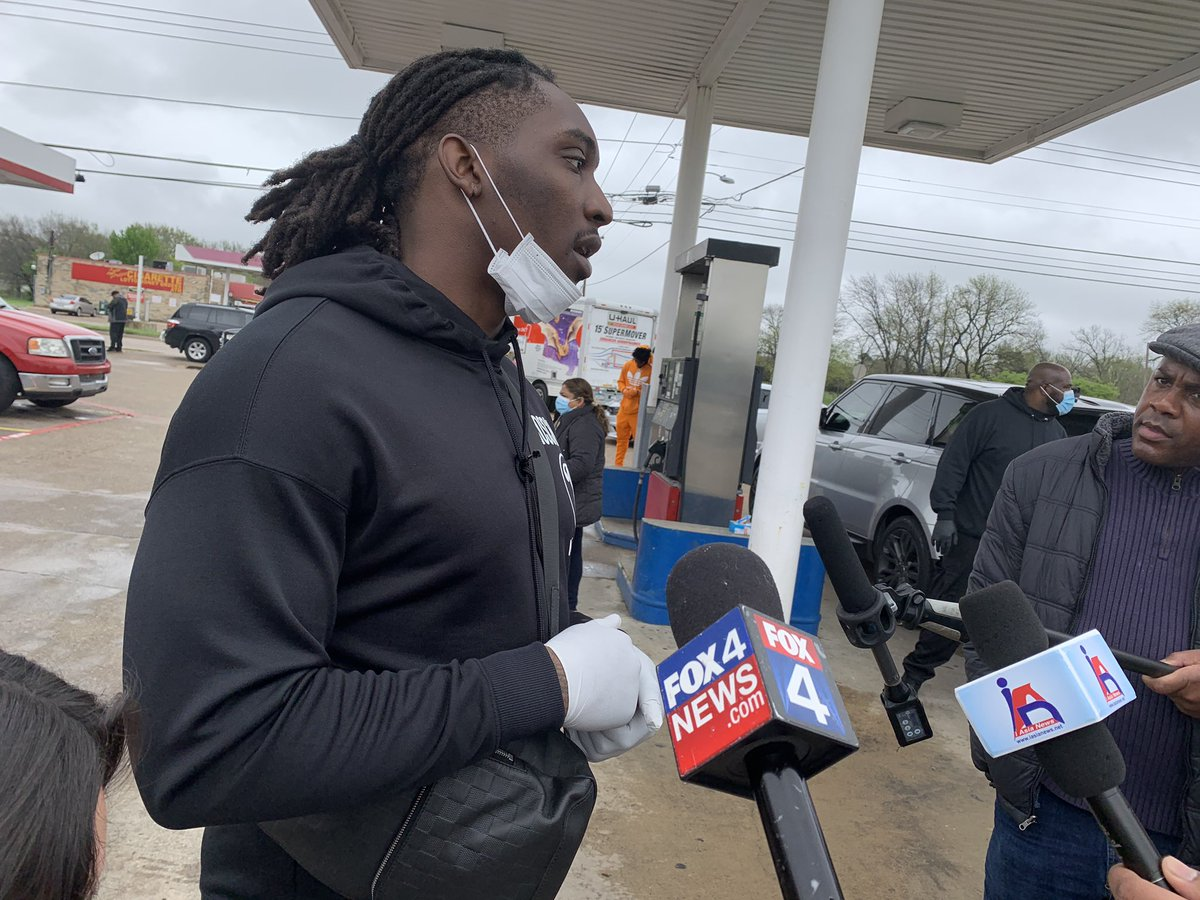 NEW: The @HotBoyzTM (@TankLawrence) are hosting a drive-thru food giveaway for law enforcement, medical workers and others. They're paying some food trucks who are struggling during the #COVIDー19 pandemic to cook for people who can scoop the meals outside of Seago Pantry. @FOX4 https://t.co/4ESlFbsaHs