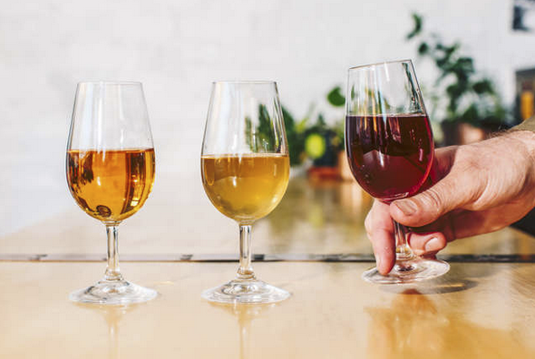 Interested in doing the #naturalwine thing? Five things to know. #wine #winetasting #winedrinking #winelover #winemaking https://bit.ly/33HrNvM pic.twitter.com/mbkwLB8TCf