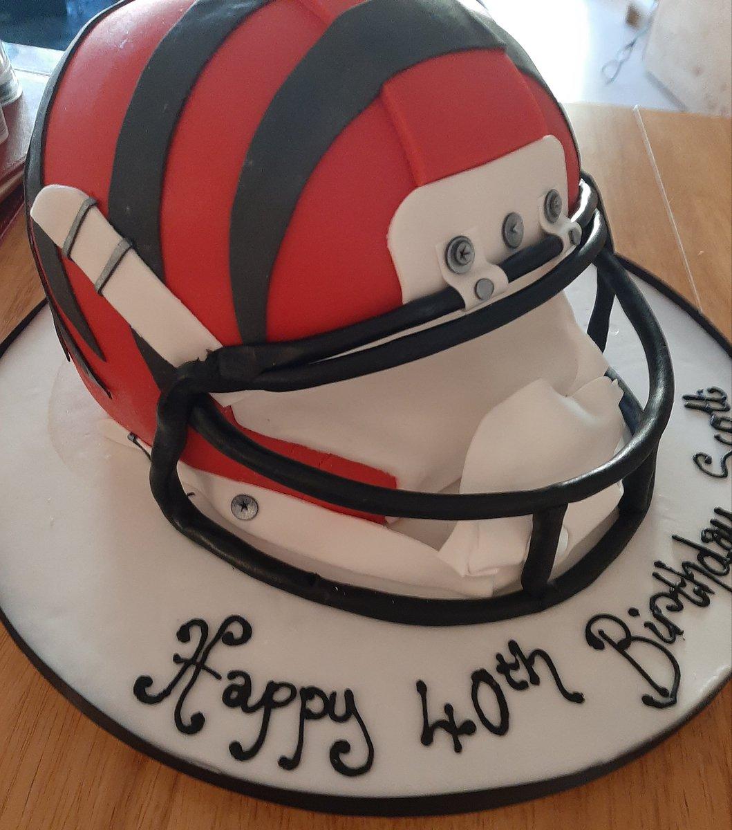 Stupendous Scottgibb On Twitter Got Given This Very Nice Birthday Cake Funny Birthday Cards Online Necthendildamsfinfo