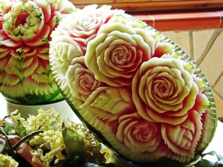 You should see our watermelon art for Yalda night pic.twitter.com/zJOLEUxVKm