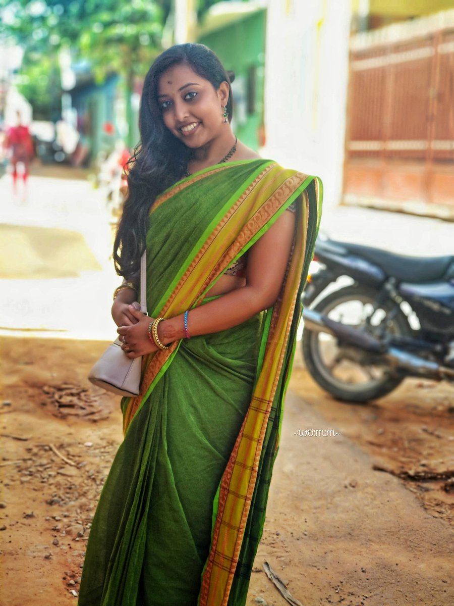 In love with the traditional chettinad style#bangalorebloggers #indianbloggers #greenery #green #greensaree #saree #sareelove #sareelovers #chettinad #cotton #oxidised #oxidized #longhair #slingbag #traditional #indianwear #ethnicwear #traditionalwear #6yards #elegancepic.twitter.com/CUUjsckgok