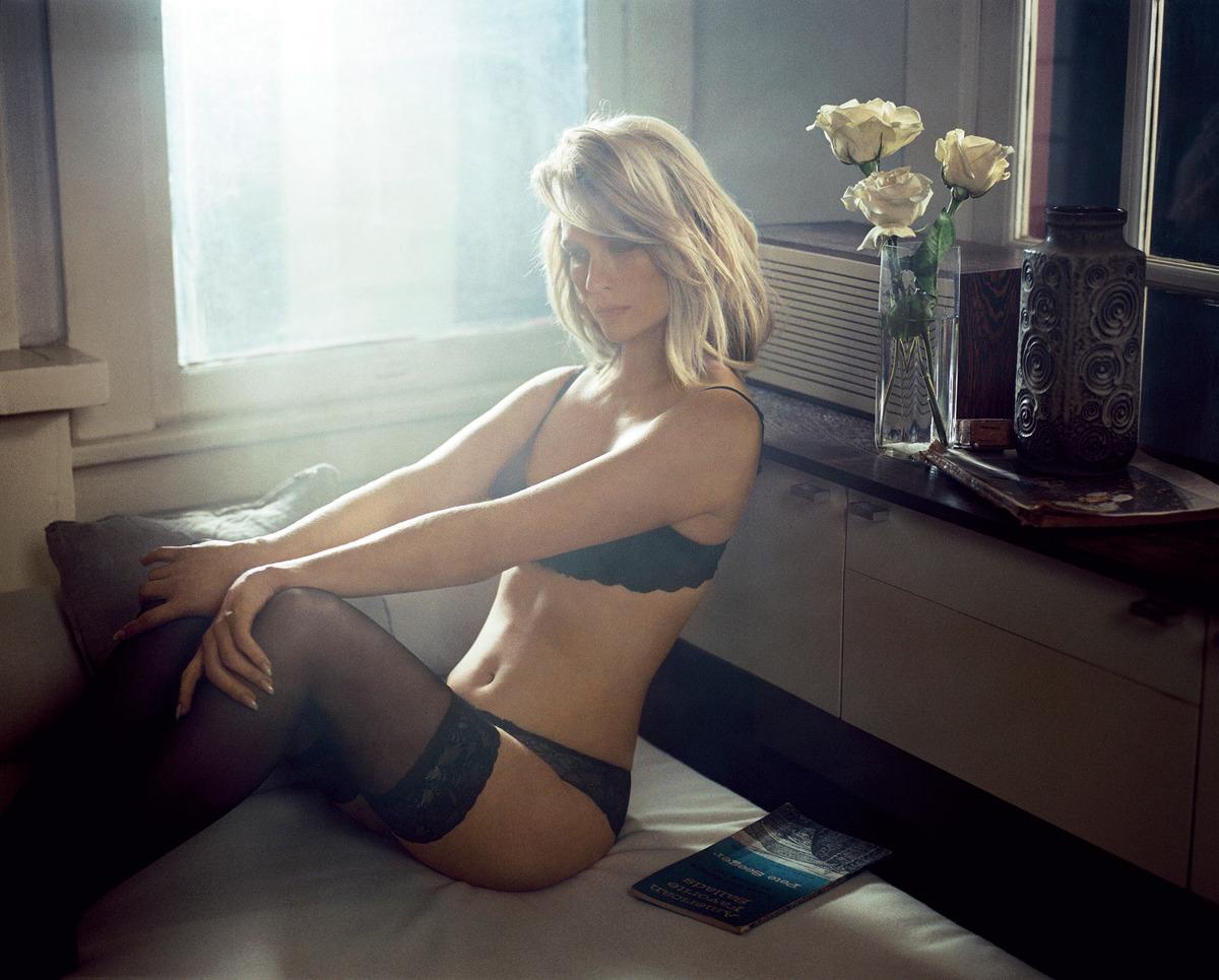 Laura Vandervoort Nude Scenes Erotic Galery