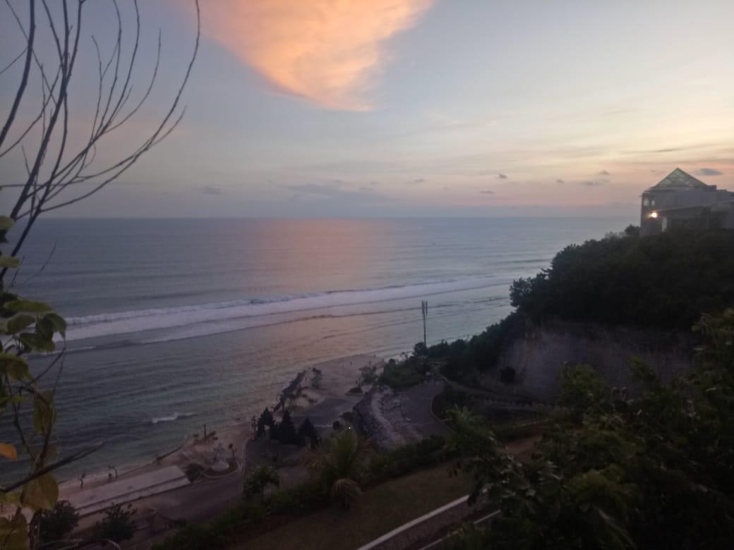 #bali #melasti #balibeach #melastibeach #amazingpic #amazingpics #instapics #instatravel #beautifulmomment #beautifulphoto #beautifulpic #amazingvideo #traveling #travelers #ungasan #balilife #baliindonesia #balilifestyle #indonesiapic.twitter.com/GkxHAf4rak