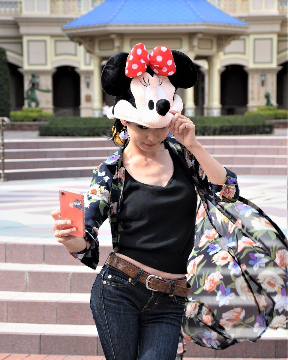 ミッキーに会えないミニーは自撮りに没頭 ディズニーホテルのTANIさんと記念撮影 @KmmK0019  #美男美女と繋がりたい  #photography #撮影 #写真撮ってる人と繋がりたい #撮影好きな人と繋がりたい #ポートレート好きな人と繋がりたい #japanphoto #TDL #ディズニーホテル #ドアマン #ミッキー  #ミニーpic.twitter.com/JQ1iry9czn