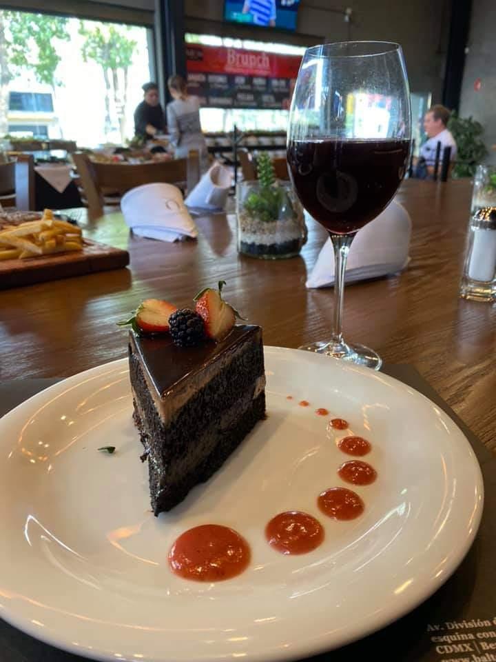 El toque especial del chocolate y la selecta elección de un buen vino es el momento especial de #Baltoro @restaurantesmx1