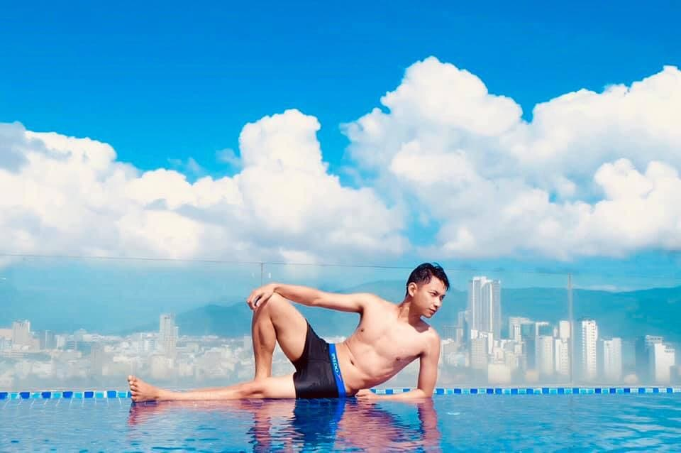 #KingsFinger Hotel Da Nang rooftop pool sits atop a 16-story hotel, offering one of the best panoramic views over Da Nang City and the endless ocean. Contact us at: https://www.facebook.com/fingerhotel/?epa=SEARCH_BOX … #FVG #travelvietnam #traveldanang #hoteldanang #Swimmingpic.twitter.com/CaQIPn268d