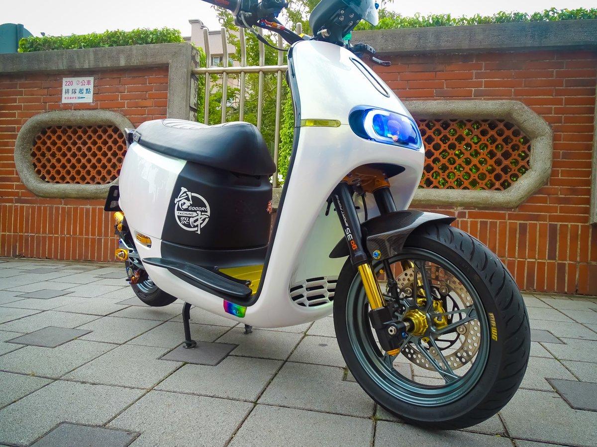 Dark Titanium gray anodized on white gogoro, kudos to our friends at 永大輪motor機車改裝.for this nice combo.   # gpro #gogoro #motorcycle #Bikersofinstagram #MotorcycleLife #kawasaki #ninja #zx10r #streetbike #kawasakizclub #2wheelslovers #europeanbikers #yamahar1 #yamahar1pic.twitter.com/P24zbnJaXv