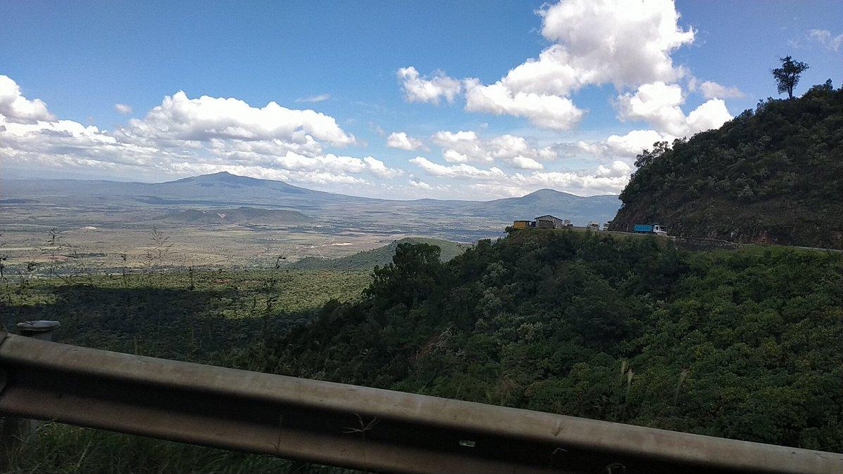 Kenyan escarpment, Somewhere near mount longonot.  #mountlongonot #Kenyans #TourismMatters #touristythings #travelkenya #nature #beauty #COVIDIOTS #explorepage #exploremore #escarpment #wild #kenyanfilm #lockdown #kenyanlifestyle #coronaviruskenya #UltimateLoveNGpic.twitter.com/hDGGDrDNWf