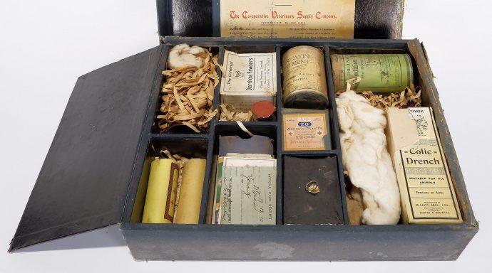 test ツイッターメディア - This auction of Australian memorabilia on @AllBids is a collector's dream https://t.co/bvSpGx1QNo https://t.co/Yj6nUTk2HA