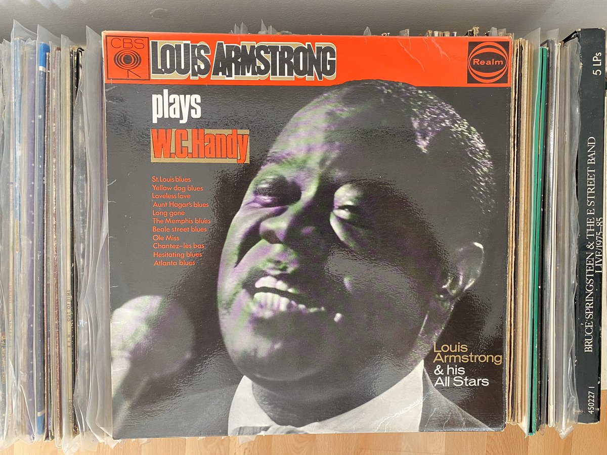 Day 3: let's get a little niche with Satchmo on this beautiful day. It's Louis Armstrong & His All-Stars play W.C. Handy (1954) Enjoy! #recordaday pic.twitter.com/vswltoHo9p