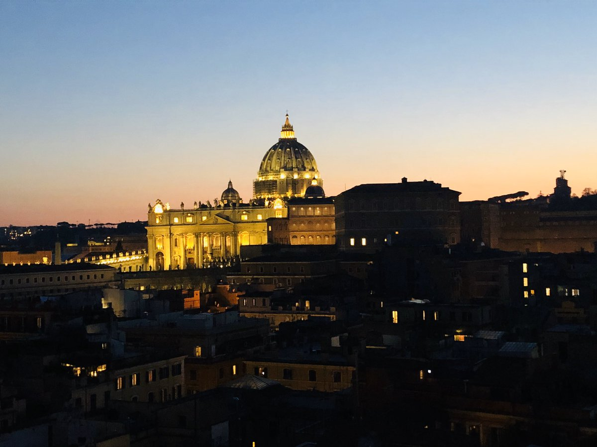 Arrivederci #Rome - may your lights continue to shine brightly. Hope to be back in better circumstances soon #Italy ..pic.twitter.com/pZvlAGbt4i