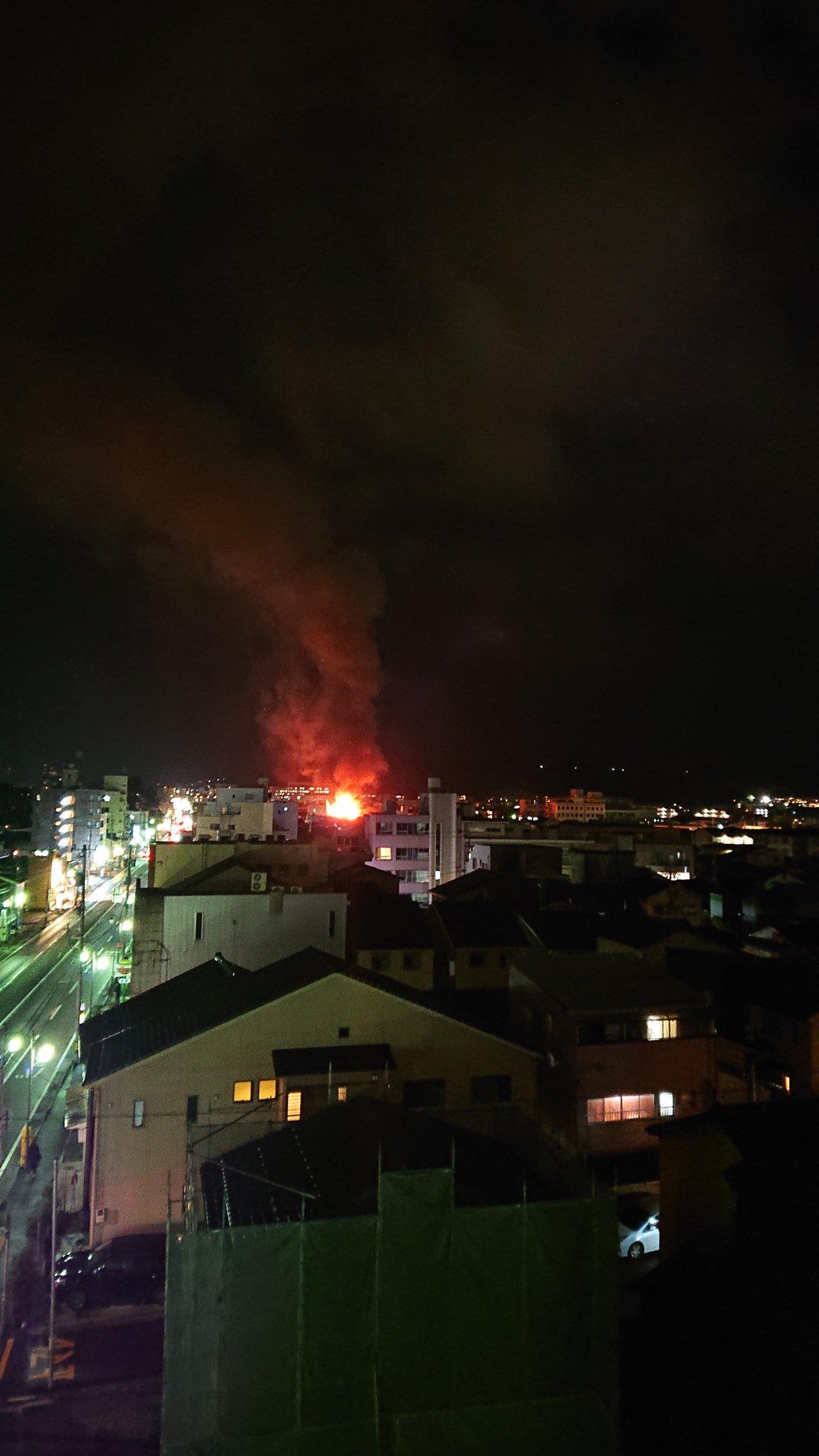 金沢市十一屋町で火事が起きている現場の画像