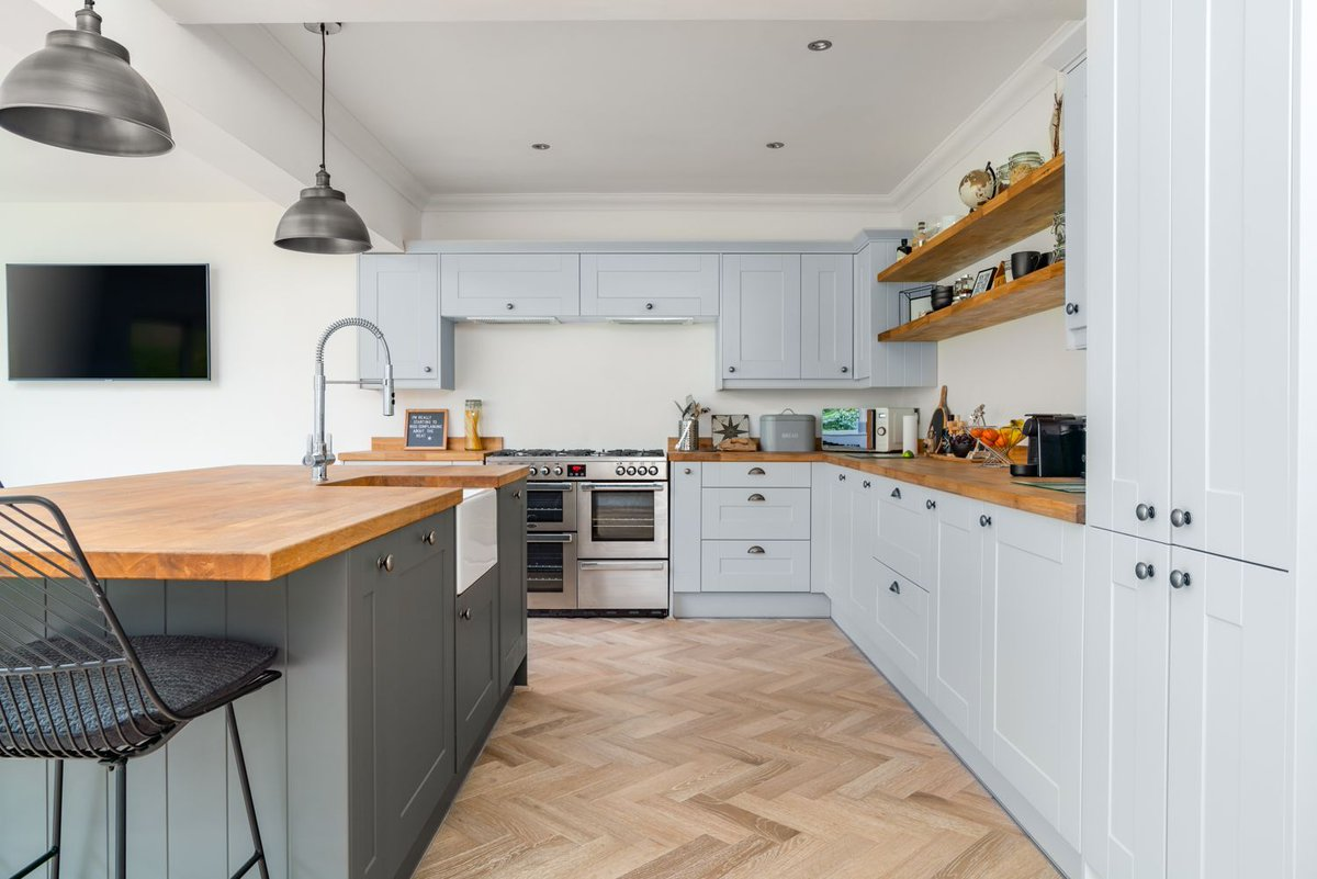 V4 Wood Flooring A Twitteren Our Mondaymood Is Beautiful Kitchen Design Hit The Link To Read The Full Design Story Of This Gorgeous Home Which Features Our Zigzag Herringbone Wood Floors In