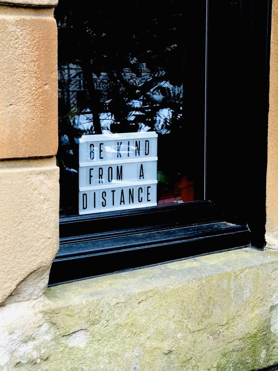 On a neighbour's window  #Lovemyhood #Kelvinbridge #Glasgowpic.twitter.com/RiCbKYDcF7