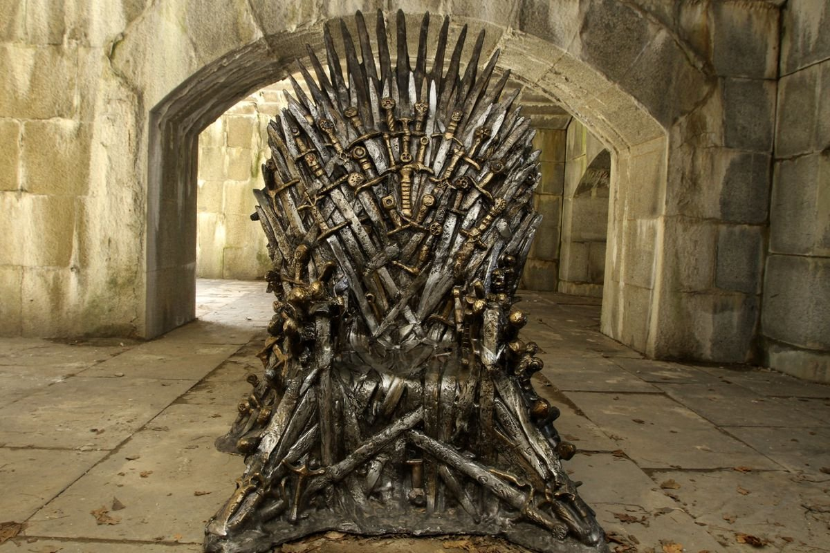 Iron Throne meet Porcelain Throne: twitter.com/idriselba/stat…