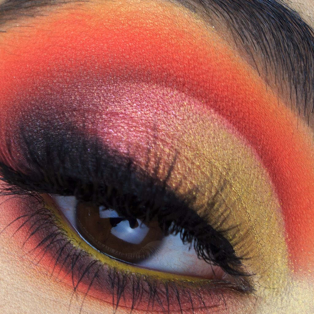 This one in probably my favourite close up I made@bperfectcosm #carnivalxlpro palette pic.twitter.com/VrdtmN0CDG
