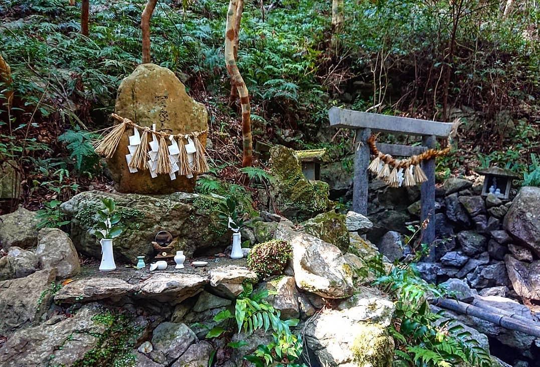 #天岩戸 #天の岩戸 #恵利原の水穴 #伊勢 #志摩 #三重県 #猿田彦 #mie #鳥居 #japan  #japantrip  #japanphoto #landscape #秘境 #awesome #パワースポット #神様 https://www.instagram.com/p/B9eK-ZMFRSQ/?igshid=isz5kwjpn70o…pic.twitter.com/l4vTKodMUo