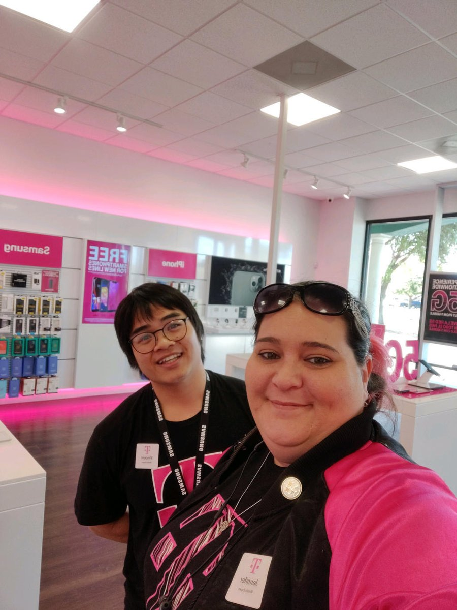 Shout out to the 70+ WV stores that have answered the call for our customers- Thank you- Mili, Gino,Jerrod,Demetrius and Greg 4 representing T-Mobile and WV #visionstrong @dali_grana @Jaghaii @SByrneDoyle @aarontubbs_ @JonFreier @JRojas537 @WirelessVision @thatsammori @RyanShiell