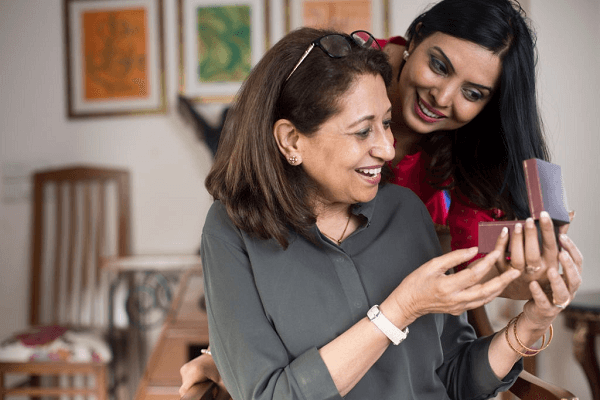 6 Gifts Your Mommy is going to Love Receiving from You #EarringsOnline #FashionEarringsForWomen #JhumkaEarrings #JhumkaOnlineShopping https://www.fashioncrab.com/blog/6-gifts-your-mommy-is-going-to-love-receiving-from-you/…pic.twitter.com/YV5Nzkdcic