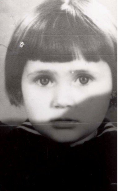 7 April 1940 | A Dutch Jewish girl Kornelia Groenteman was born in #Amsterdam to Katerina and Barend. Together with her family she was sent to #Westerbork. She was killed in #Auschwitz on 28 July 1942. She was two years old.pic.twitter.com/fSsHx7Ywn9