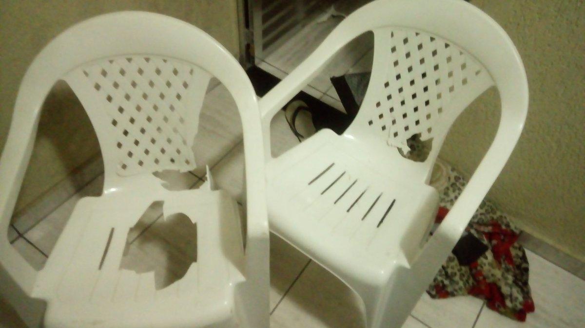 Levantei da cama na hora duas cadeiras caíram na minha frente, sem pensar 2x desci o pépic.twitter.com/RTwg6H9W01