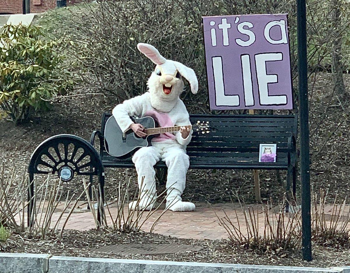 Is it really a lie? Guitar playing bunnies are well known deceptionists! http://FuturistSpeaker.com #keynotespeaker #futuretrends #futureofwork #futurejobs #futuriststrategypic.twitter.com/hb1a6EzDg8