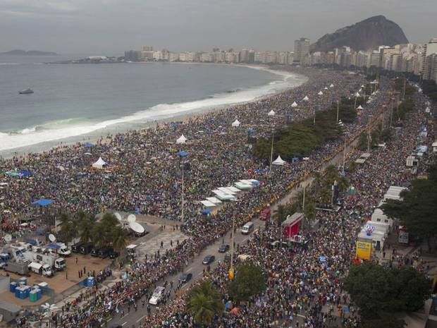 """Fron MaleVoice Choir on Twitter: """"#TuesdayTrivia Rod Stewart's 1993 New  Year's Eve concert on Copacabana Beach in Rio de Janeiro, Brazil, holds the  Guiness World Record for the most-attended free concert that"""