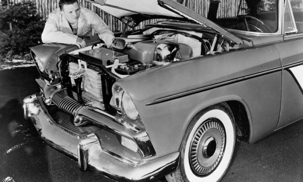 65 years ago today (7 April 1955) the #Plymouth Belvedere Turbine car was first shown to the public at the Waldorf-#Astoria Hotel in New York City. https://bit.ly/2ofLmZ5 #cars #classiccarspic.twitter.com/qgSZloC8fL