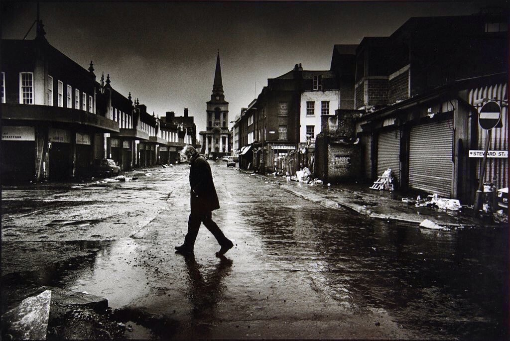 A glimpse of Spitalfields in #London as it used to be by Don McCullin. Not a hipster in sight. pic.twitter.com/sl2Rqx3tau
