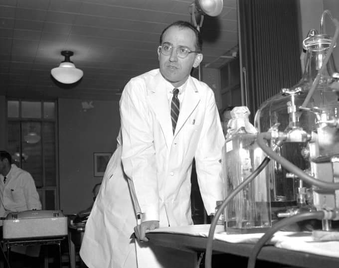 #Polio was the most frightening public health problems in the world. On this day in 1953 Dr. Jonas Salk announced that he has developed vaccine for it & later saved millions of life. You know he never patented it. Said it belongs to the humanity. First he tested on self. Hope !