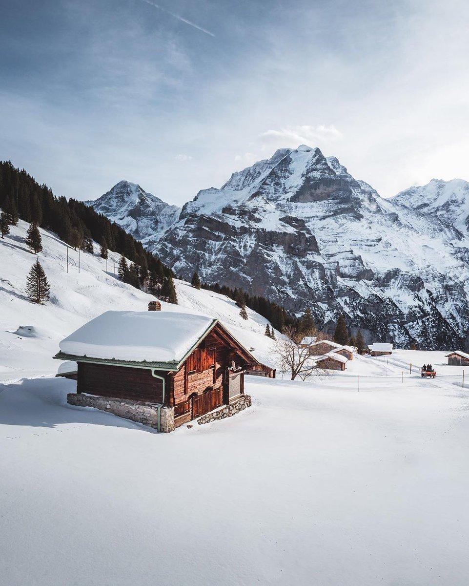 looking back on winter wonderland @murren007 | @madeinbern | @MySwitzerland_e   #muerren #snow #winterwonderland #winter #jungfrauregion #view #mountains #village #swissalps #mountainvillage #travel #visitswitzerland #inLOVEwithSWITZERLAND  http://instagram.com/romempixpic.twitter.com/59Rltd4Pvq