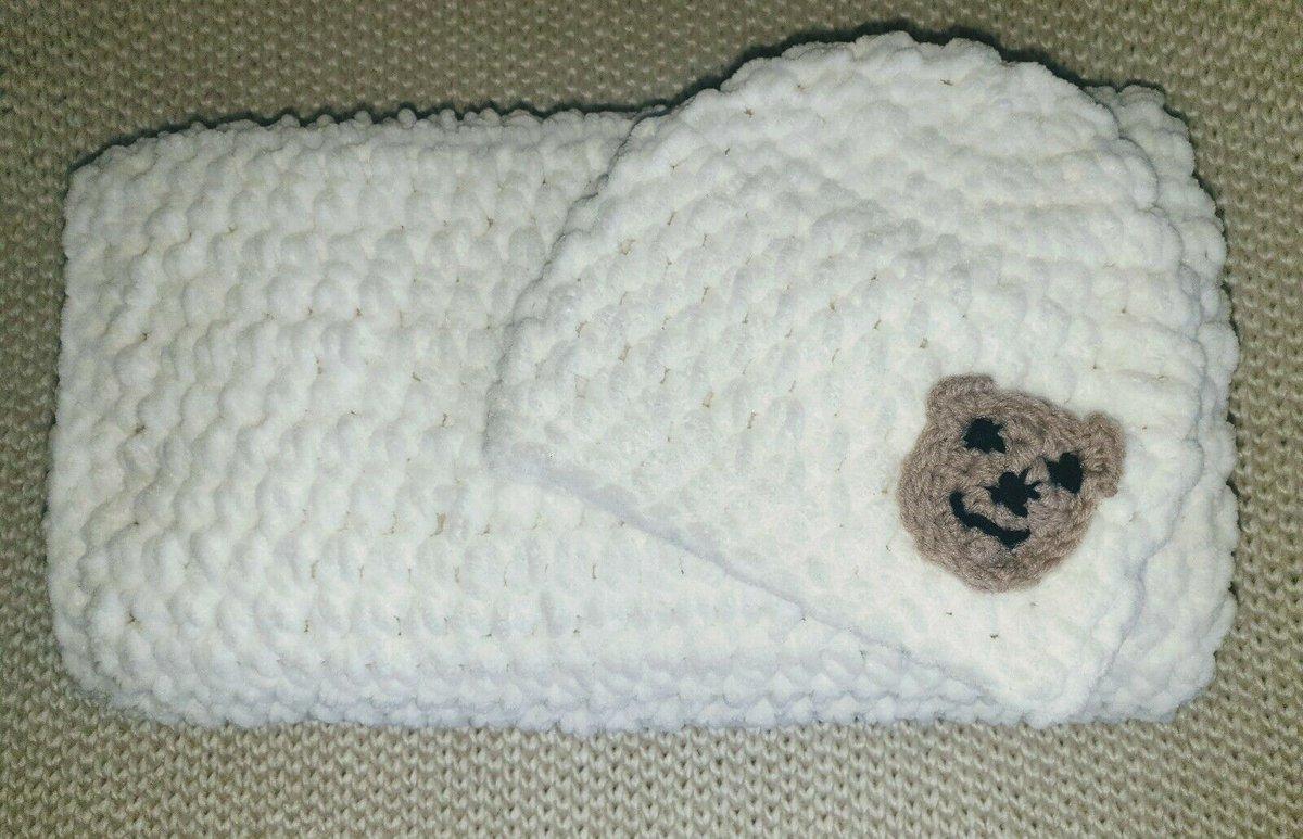 #ukgifthour #ukgiftam Handmade crochet chunky bubble #baby blanket + bear hat - white.