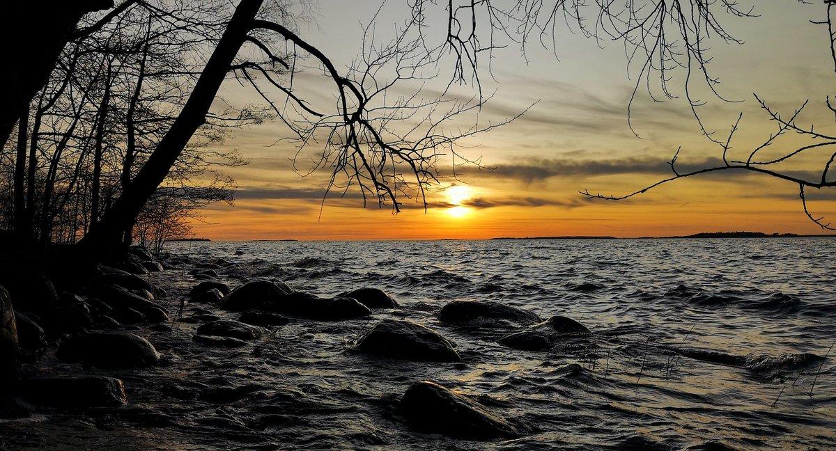 Sea moves in mysterious ways #Helsinki #Finland #photography #StormHour #nature #photo #sunset #Spring #clouds #landscape #sea #staysafe #SundayMotivation #besafe #SundayThoughts #U2pic.twitter.com/XOp495Pozv