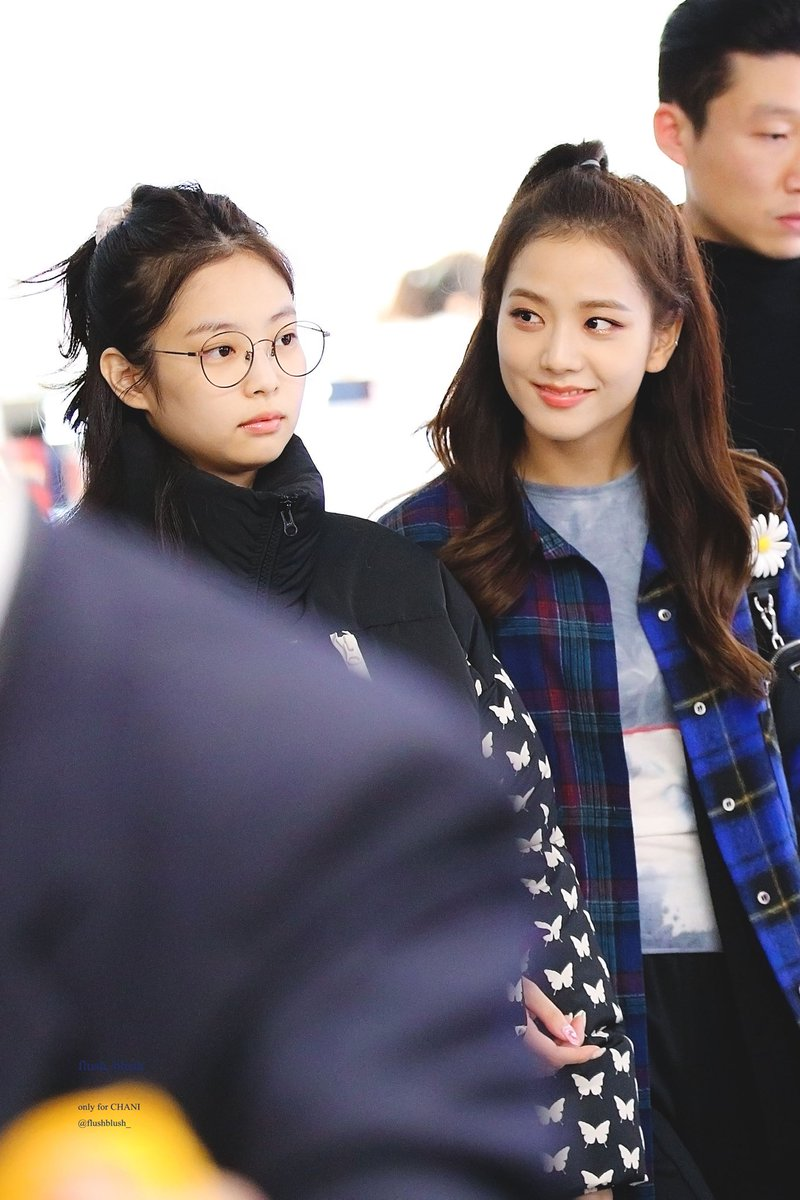 Jensoo AU | Calm Before The Storm    Whether it was writing on her journal or writing on her music sheet, Jisoo's mind was always a mess. And just as when she thought her life can't get any messier-  She starts to catch feelings for her roommate. <br>http://pic.twitter.com/zxBy7buAXe