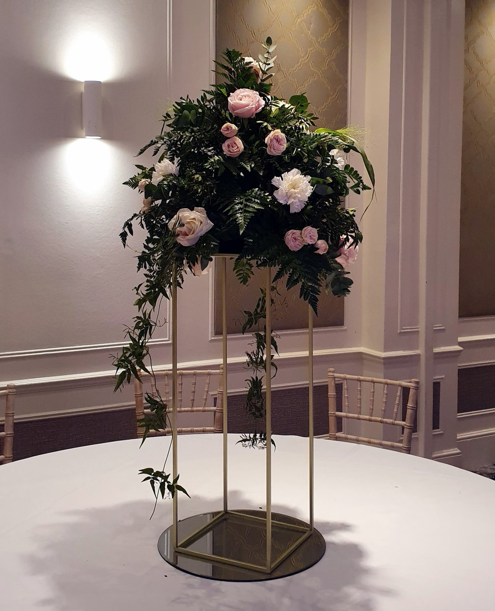 Beautiful Table arrangement created  by Poppies Florist Bournemouth  #weddingideas #bridetobe #engaged #flower #floral #flowerarrangement #instawed #eventflorist #bournemouthweddings #dorsetweddingspic.twitter.com/l9xEgkOiS2