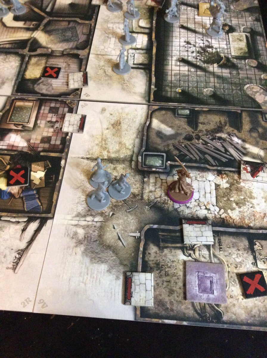 Playing a zombie apocalypse game. Feels a little on the nose, frankly.pic.twitter.com/oEVU4zASMu