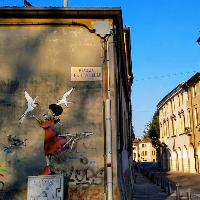"""パドヴァの家の側の壁に描かれた『未来少年コナン」のラナ。規制された範囲内での散歩中、夫が唯一感じた""""人""""の気配 (y"""