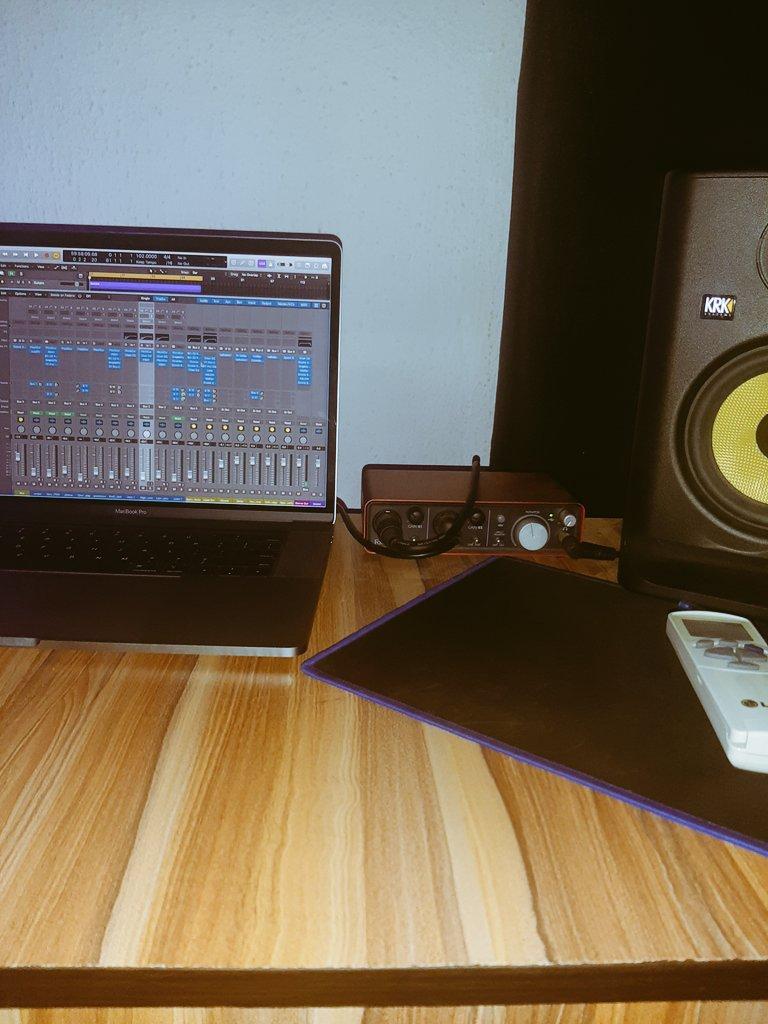 Quarantine and make music #logic #focusrite #krk #musicpic.twitter.com/vvnpXHwFfM