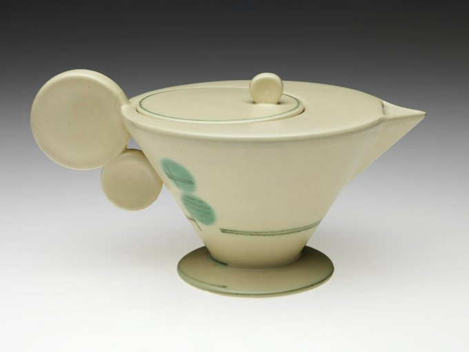 Teapot (c.1930) by Grete Marks, ceramic artist and Bauhaus student #womensart