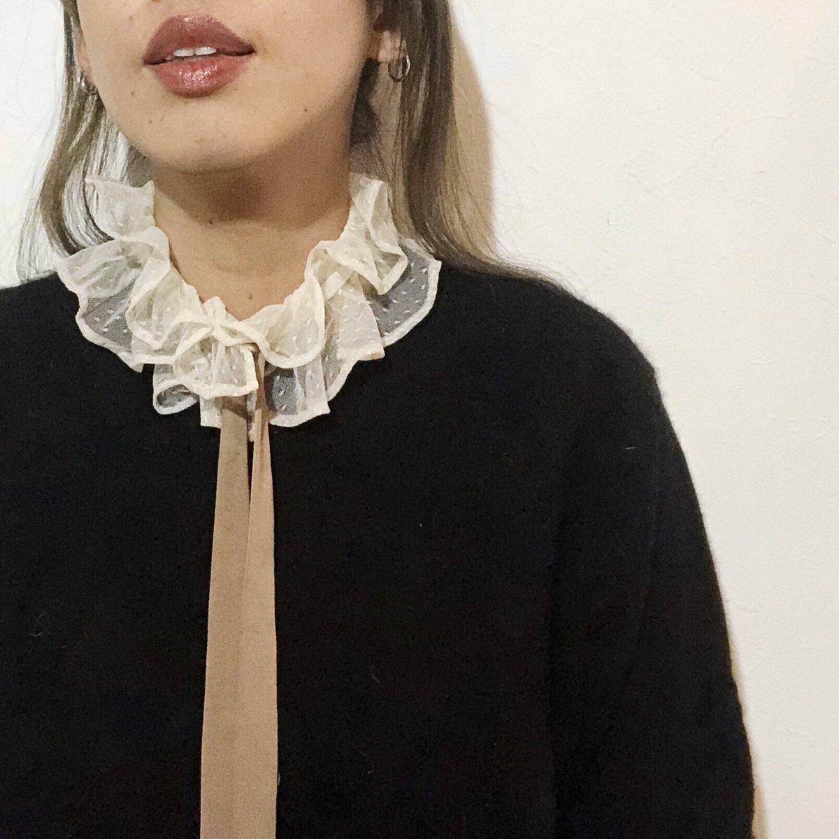 2020-21AW furuta  ドットチュールブラウスは フリル衿が別付け。 フリル衿を外せばノーカラーブラウスに。  アイボリーと黒の展開色です。  #furuta #fashion #collection #look #lookbook #tokyo #tokyofashion #japanpic.twitter.com/lMRFCQ4idd