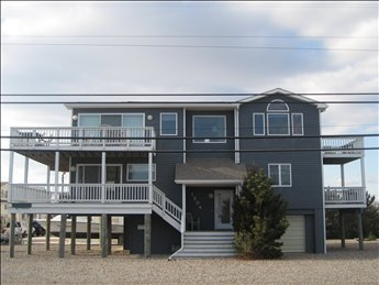 4 bedroom 2.5 bath #LBI #vacationrental in #holgate. Ocean Views 2 house from the Ocean. Nice!!!! More info https://www.mancinirealty.com/featured-listing/3804-long-beach-blvd-holgate/ … Sleeps 10. #longbeachisland #lbiregion #jerseyshore @mancinirealty1pic.twitter.com/VcIPjCEyWR