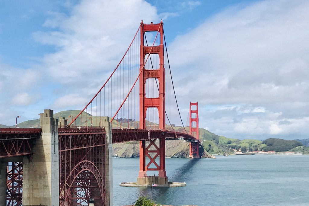 April 5, 2019 - San Francisco A year ago I was taking a long walk on the Golden Gate bridge. It was a cool sunny day and I was ecstatic 🤩  #travel #travelfromhome #USA #SanFrancisco
