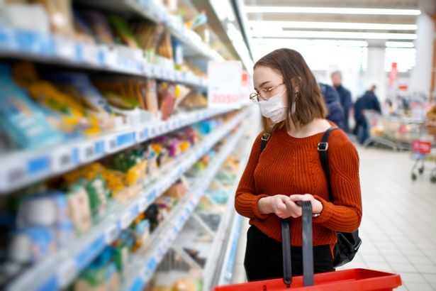 Ways to protect yourself at supermarkets during coronavirus pandemic mirror.co.uk/news/uk-news/c…